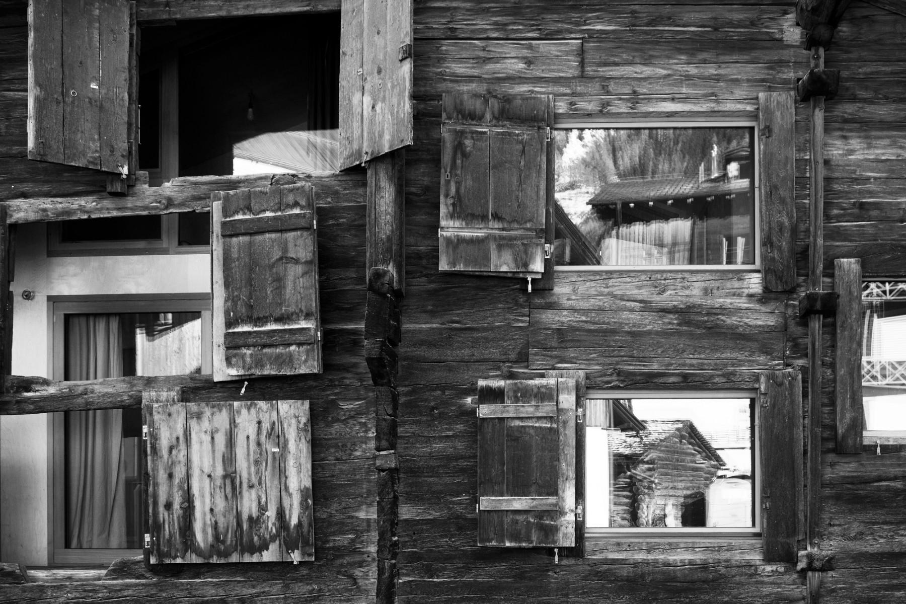 Casa C Reckingen – Holzfassade mit Fenstern