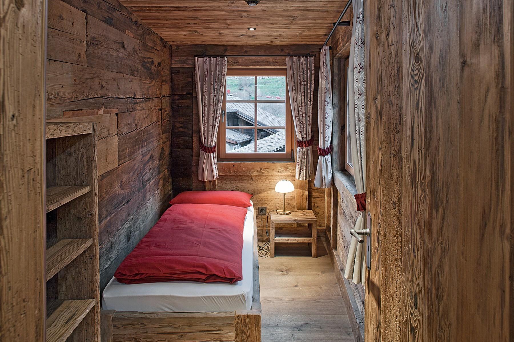 Wohnhaus Goms – Schlafzimmer