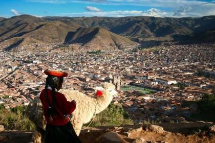 Cusco/Peru – Frau mit Alpaka